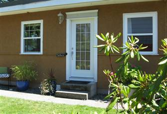 Accommodation in the Heart of Comox - Peaceful & Private - Immaculate!