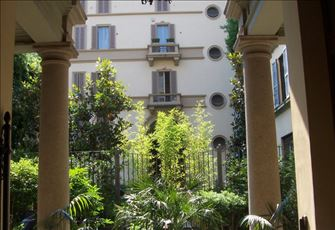 Luxury Romantic Fully Furnished Apartment in Milan City Center. Great Location