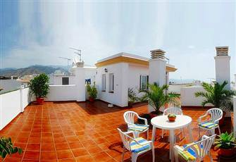 Cheap Holiday Apartment in Nerja, with Terrace and Free Wifi. Near the Beach