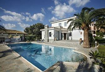 Luxury Villa in Ayia Napa with a Pool!