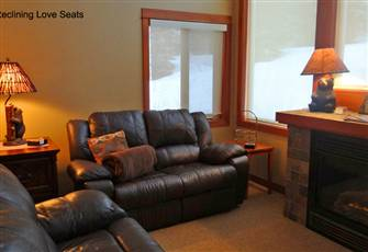 Ski-in/Ski-out Top-Floor Private 2 Bedrom/2 Bath Condo with Hot Tub at Settler's