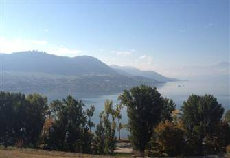 Spectacular Okanagan Lakeview. Walk down to Beach!