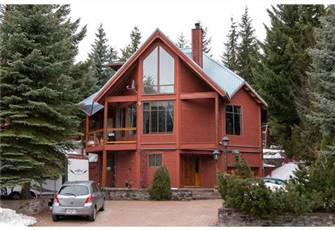 Luxury Chalet, Newly Renovated, Spacious, 10 Min Walk to Village and Lifts