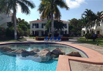 Beautiful Tropical Condo on El Cid Golf Course