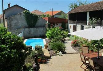 Character Stone Farmhouse with Pool, Ideal Base for Exploring Central Portugal