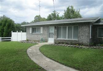 Cozy 2/1 in in Central Florida Close to Ocala, Orlando and Tampa. Pet Friendly.
