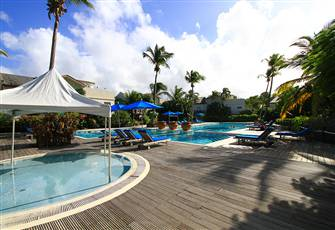 St Lucia Luxury Beach Condo, Overlooks Large Pool with Aircon Too, Sleeps 4