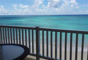 Beachfront Luxury Apartment First Floor - Maxwell Beach