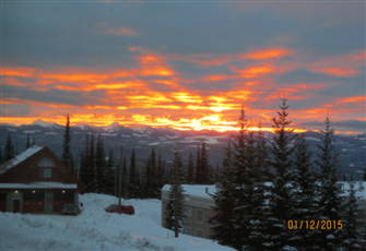 "One Bedroom Ground Level Condo, Ski-in Ski-out,Great Monashee View, 55"" Smart Tv"