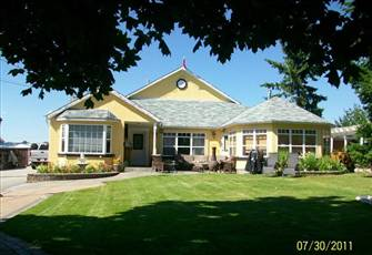 "Penticton ""Home Away from Home"" - 4  B/R plus Guest House,  Can Sleep up to 14."