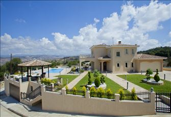 Villa Rental in Stroumbi with Swimming Pool