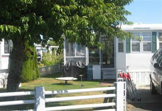 Park Model at Beautiful Surfside Rv Resort in Parksville, B.C. Vancouver Island