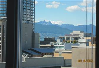 Mountain View 1bdr Apartment with Balcony and Free Parking