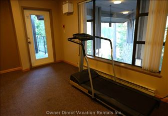 Grey Hawk - Communal Room with Treadmill