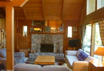 A Cozy Cabin with a Open Fire Place and Outdoor Hot Tub. Now with Wifi!