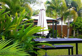Trinity Tropical Oasis-Beachside Vacation House with Mountain Views & Luxury Spa