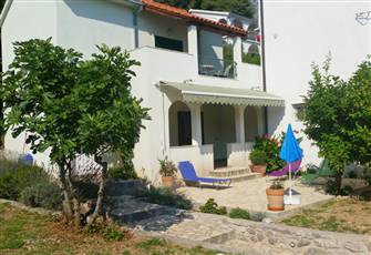 Beautiful House, Private Garden, 25 Meters from the Beach