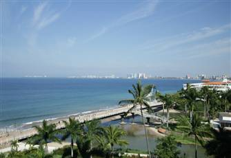 Beachfront Spacious Luxurious Condo at Molino de Agua
