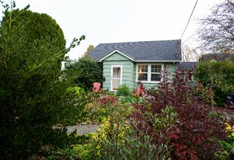 Cozy James Bay Cottage Just up the Street from the Ocean