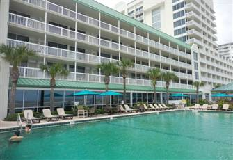 Modern Oceanfront Studio (Sleeps 4) in Luxurious Resort.