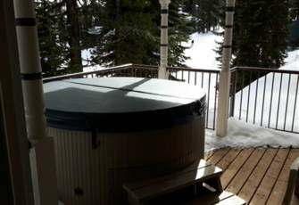 Large Bright 1 Bedroom Suite with Private Hot Tub, Laundry,  Ski in/Ski out