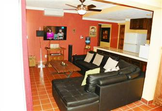 Confortable and Spacious one Bedroom & Den, one Bathroom Town View Condominium