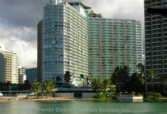 Beautiful Apartment on the Water Front Where Waikiki Begins...