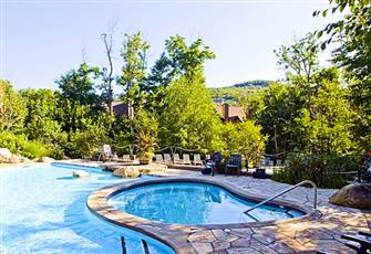 Superb 1 Bedroom Condo in Mont-Tremblant *Golf*Pool*Hot Tub*Beach*Steps to Villa