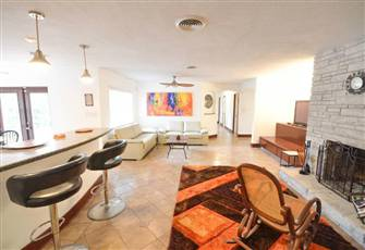 Spacious Remodeled Home Minutes from the Beaches