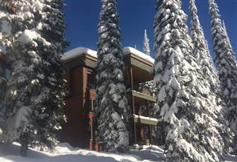 Deluxe 5 Bedroom/4 Bath Home Directly on the Ski-Way (Sleeps 11)