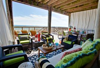Spacious Beachfront Townhome, 3 Large Decks!