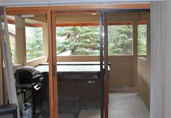 Ski-in/out Studio with a Private Hot Tub