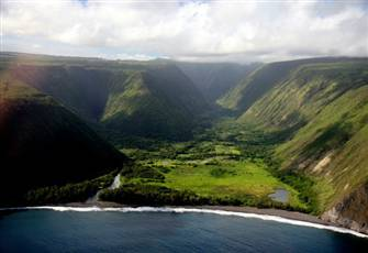 Walk to the Waipio Valley