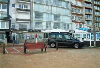 One Bedroom Apartment on the Sea Promenade in Blankenberge .