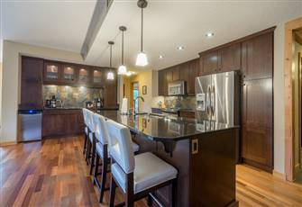 Terrific Modern Grand Three Bedroom Condo