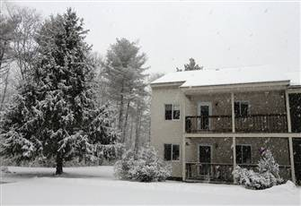Very Clean Condo Available for Spring Break - 10 Mins N Conway, 3 Mins Fryeburg