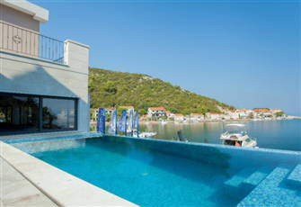 Lux Double Bed Apartment with Pool and Direct Access to Sea