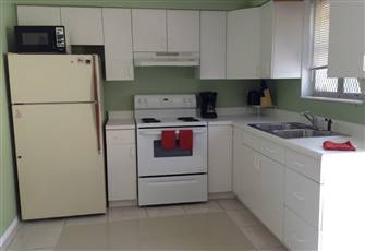 Fully Furnished one Bedroom Apt in East Hollywood