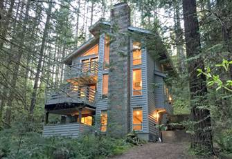 Beautiful 3-Story Cabin that Sleeps 6!