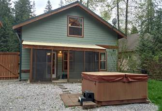 Private Outdoor Hot Tub and Pet Friendly!