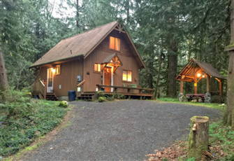 A Very Private 2-Story Cabin with a Private Outdoor Hot Tub!