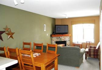 2 Bedroom/1 Bath Quiet Top Floor (3rd Floor) in Creekside - Ski in/Ski out