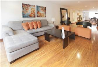 Ritzy Rosa Viewpoint - Airy Four Bedroom Apartment in Zona T