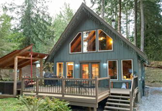 Charming Woodsy Cabin with a Hot Tub, Wi-Fi, Pet Friendly it has it all!