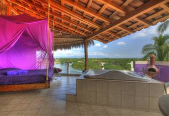 Penthouse Dreams Waterfront,Jacuzzi Great Views and Privacy,Sleep 4.