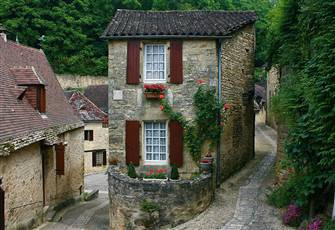 Charming 500 Year Old French Cottage in Medieval Beynac Village