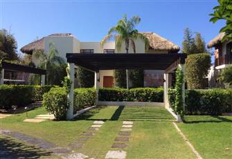 Elegant 3 Bedroom House, Porta Fortuna on Four Seasons Golf Course W/ Golf Cart