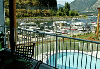 Boaters Choice Luxury Condo Steps from Lake, Pool and 60' Boat Slip Sicamous Bc