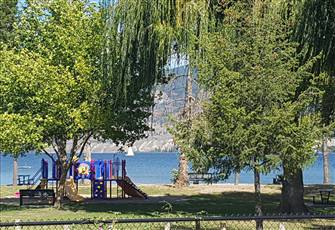 Lovely & Convienent B & B by the Beach..Just Steps to Okanagan Lake.