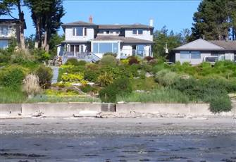 Ocean Front Get-a-Way in Beautiful Cordova Bay - 2600 Sq. Ft.